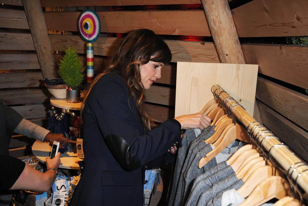 JenniferGarner_Shopping.JPG