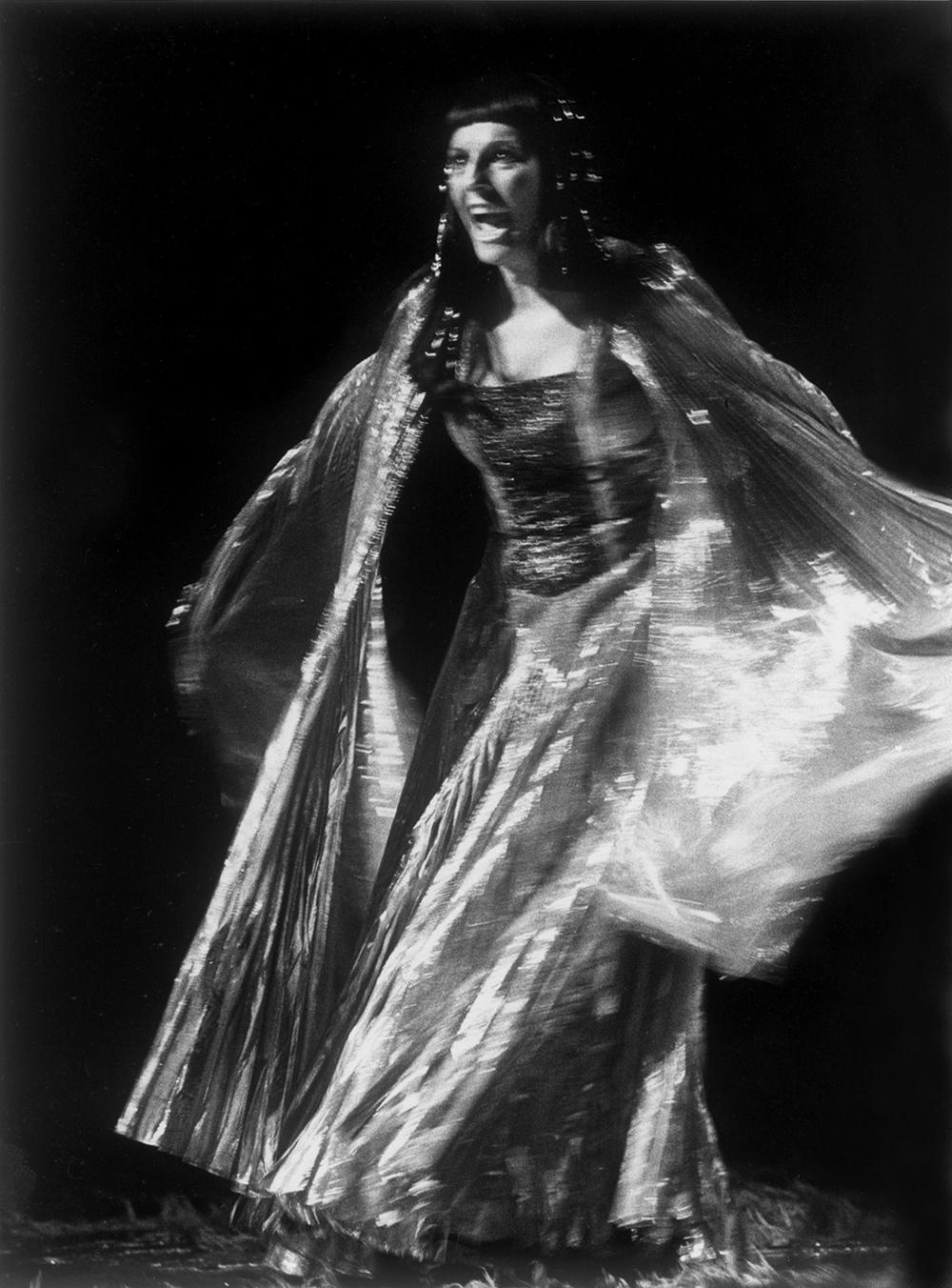 Evonne Minton as Kundry Pasival
