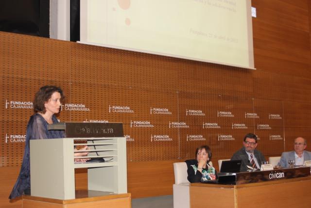 Inés Francés explicando su ponencia.En la mesa: Pilar Elcarte, Alfredo Martínez y Juan Carlos Oria