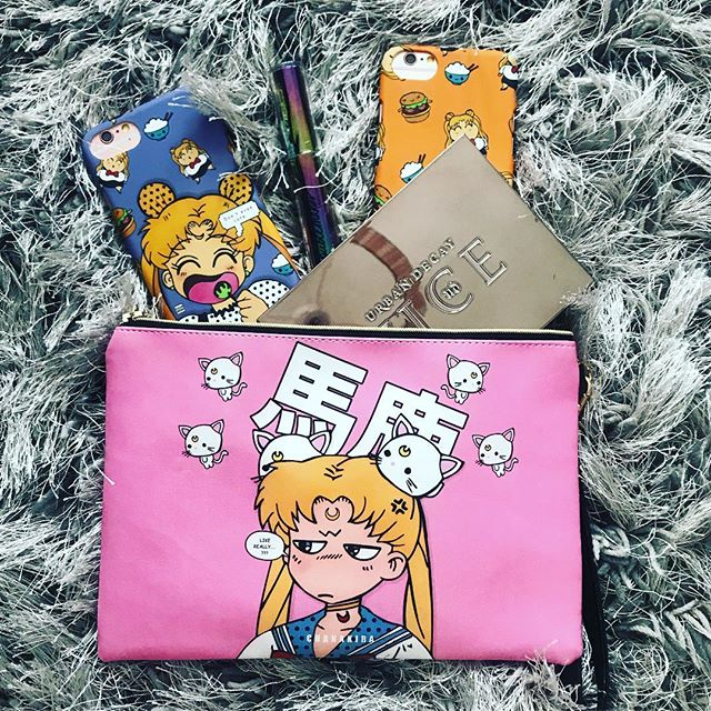 • What do you guys keep in your pouches?  #makeup #accessories #art #london #makeupbag #mua #sailormoon #graphicdesign #phonecase #urbandecay #memes #selfie #monday #usagi #pink #mondaymotivation #creative #design #chanakirasan #lipstick #mascara #manga #kpop #style #mangaka #foodie  #comic #anime #otaku