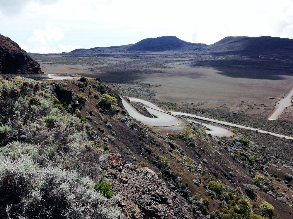 road to crater.JPG