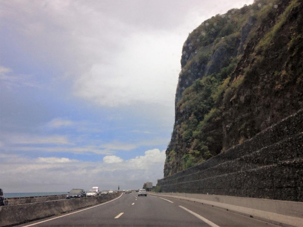 road to st denis.JPG