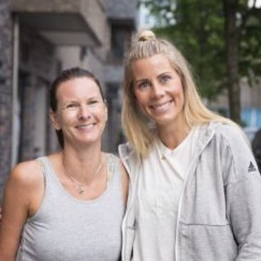 Hanne Åsmundsen   Underviser  Absolute Hot Yoga (200 RYT Absolute Hot Yoga ACADEMY) BikramStyle Yin (200 RYT)  Hanne elsker Hot Yoga. Det skinner i gjennom på alle timene hennes. I tillegg til å undervise i Hot Yoga underviser hun også i Yin.
