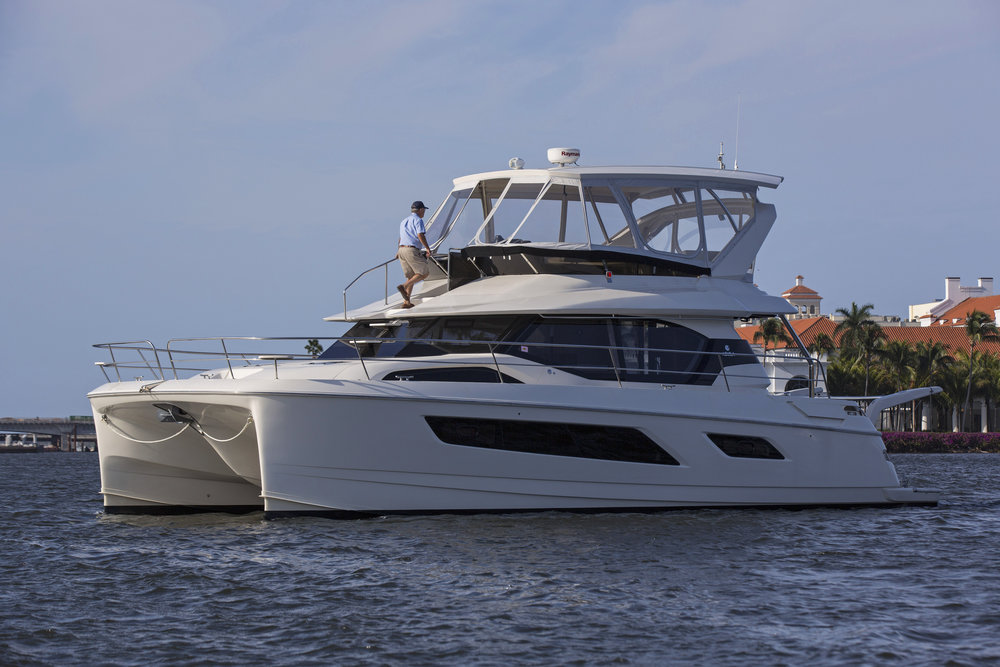 MarineMax 443 forward access.jpg