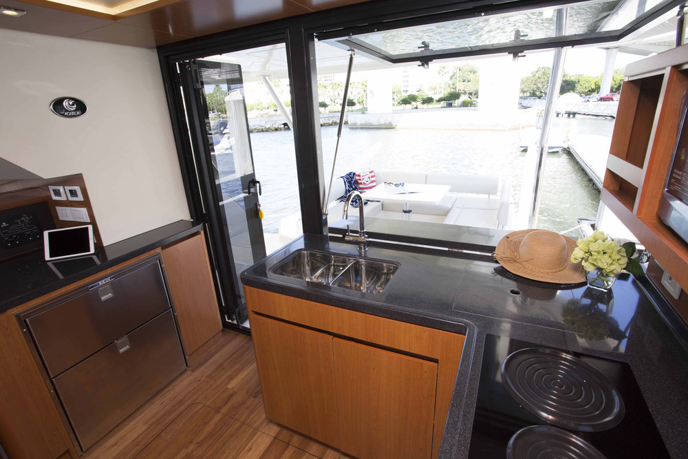 MarineMax 443 Galley to aft deck bar.jpg