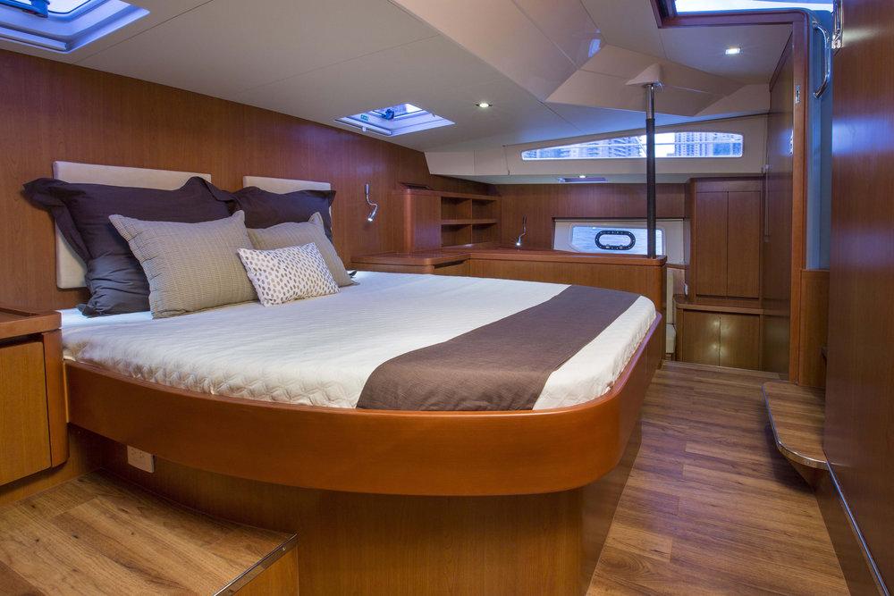 MarineMax 443 master cabin.jpg