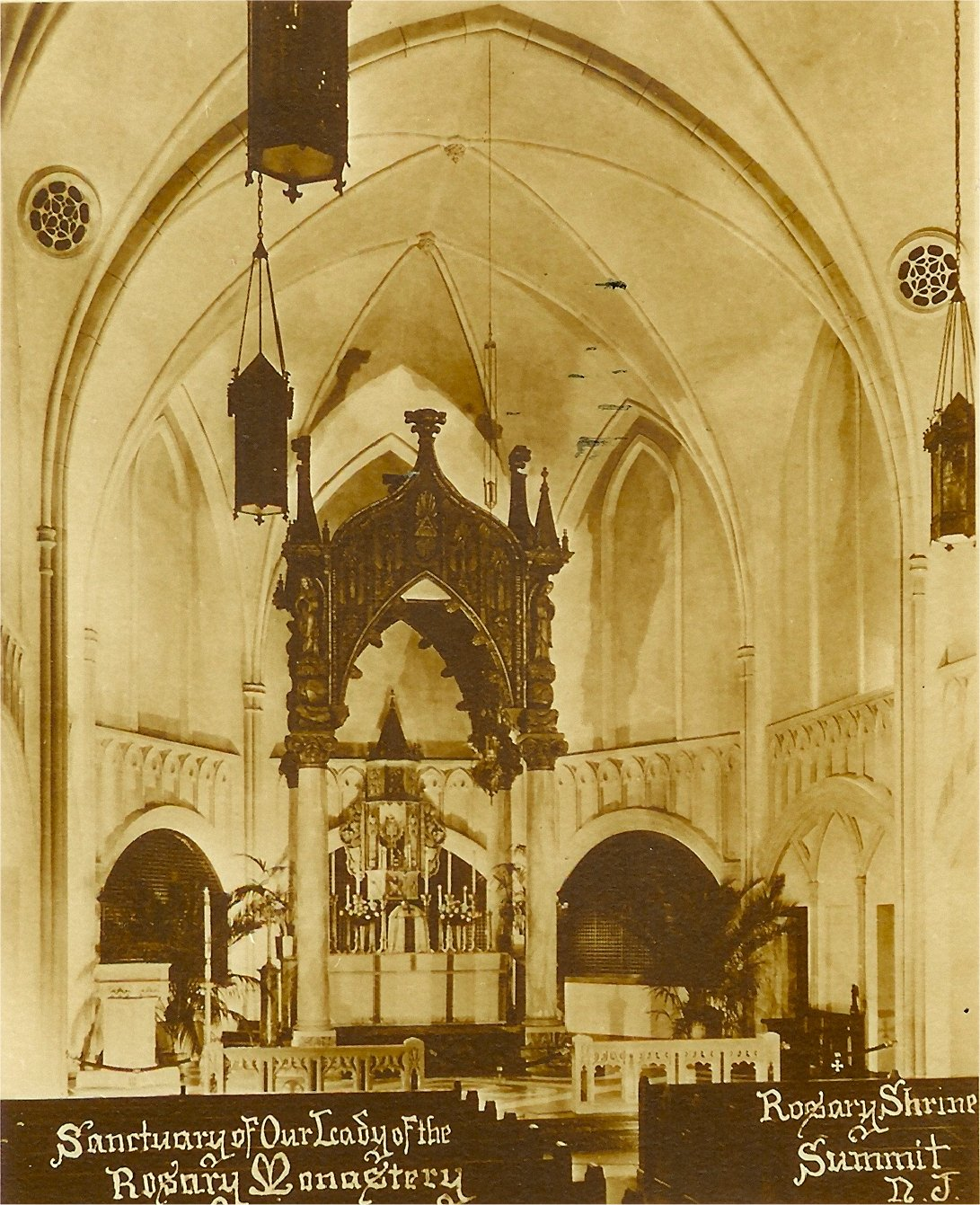 Photo of the chapel at its dedication in 1939 with the original baldicchino.
