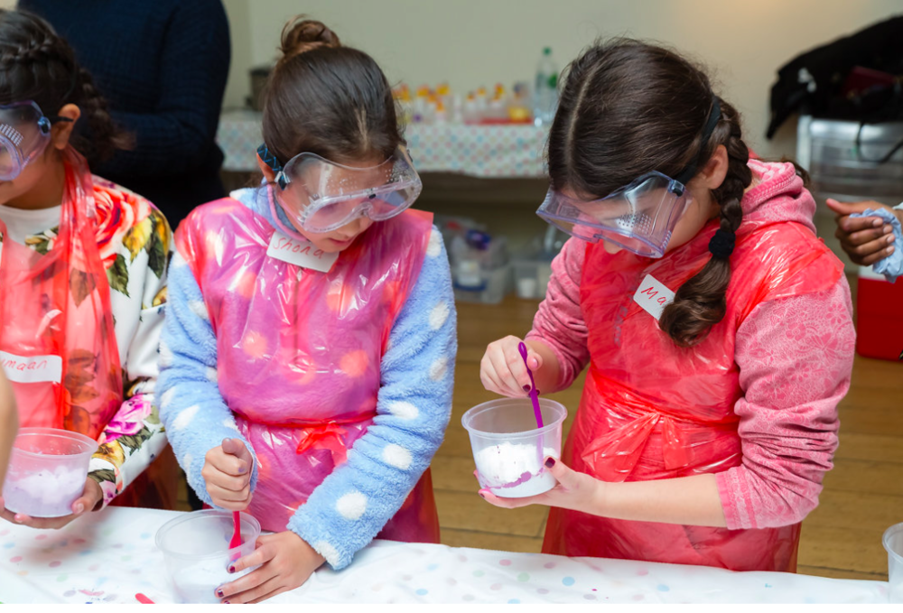 girls mixing bath bombs