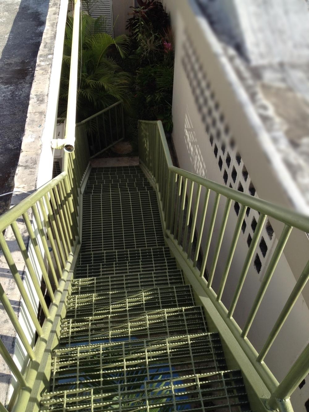 Escalera verde para techo