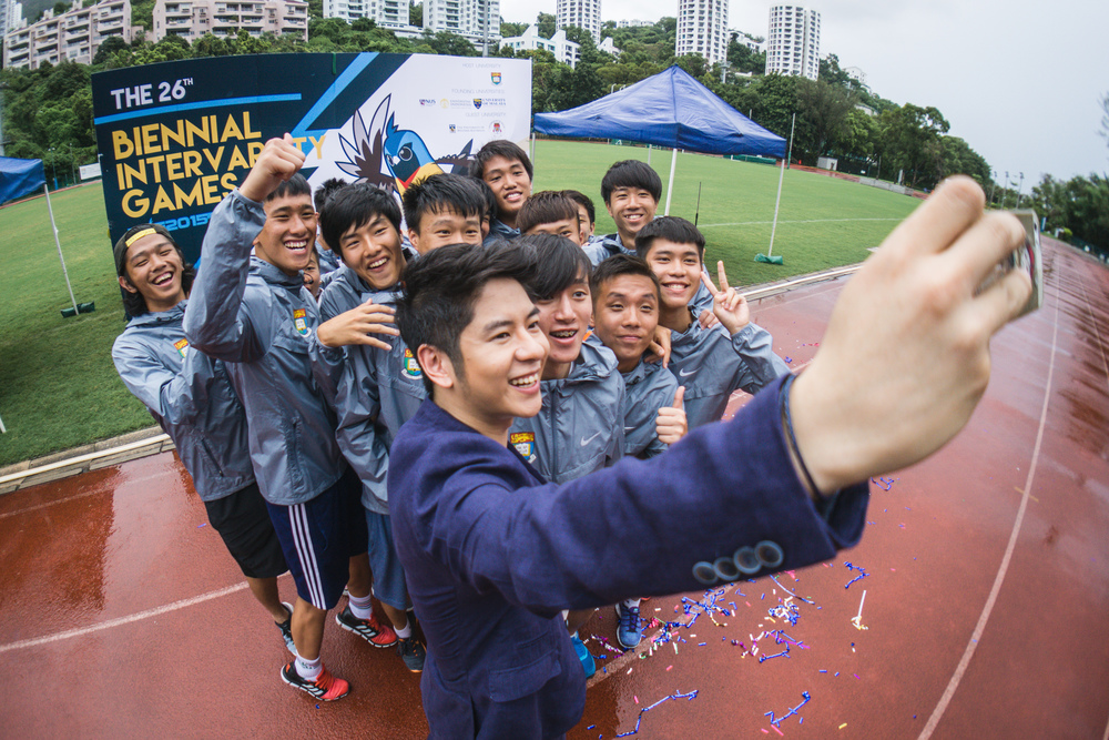 Alfred Hui taking selfie with the HKU students during 26th Biennial Intervarsity Games 2015