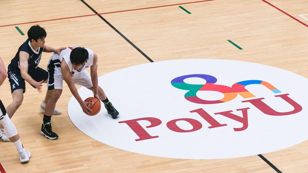 球場難得有上層加上地板有裝飾Sony A9 1/60s f/4.5 ISO 500 106mm (FE 70-200mm F28 GM OSS)