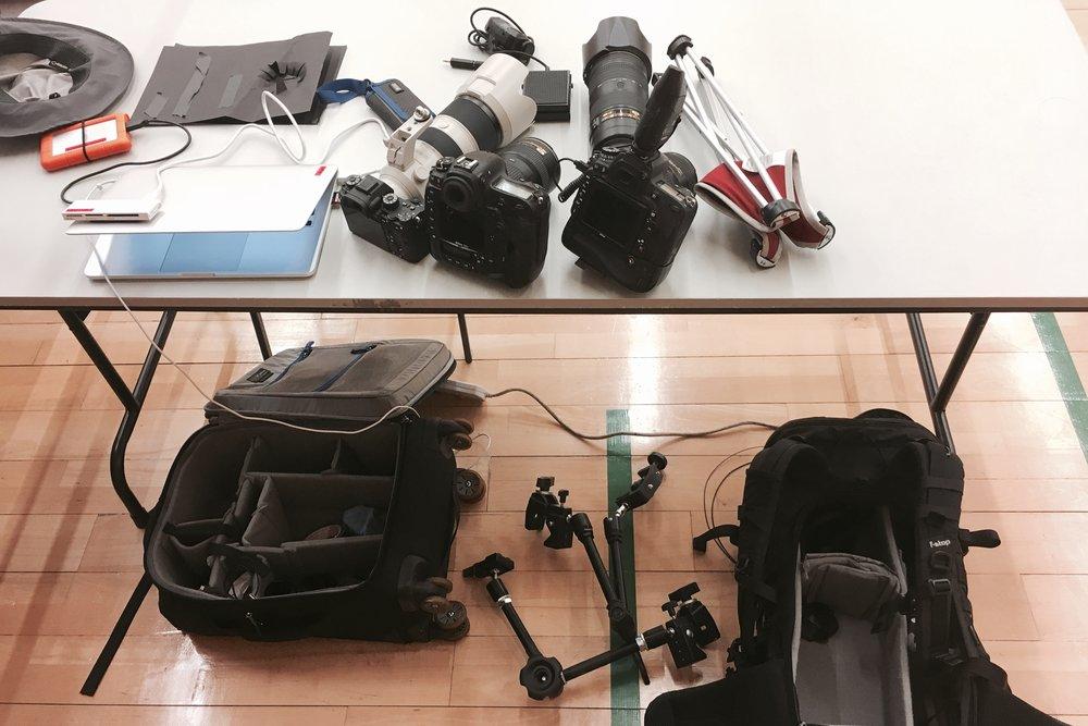 今次作為大會攝影,每一場比賽完場後都要即時提交8-10張照片,所以要準備的器材也不少