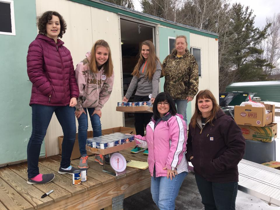 Pictured here are students Sam Rizzo, Zoe Stanford, Julianna Morse and Lana Evans (Pantry Volunteer)  Standing are helping moms, Liz Rizzo and Jodi Morse.