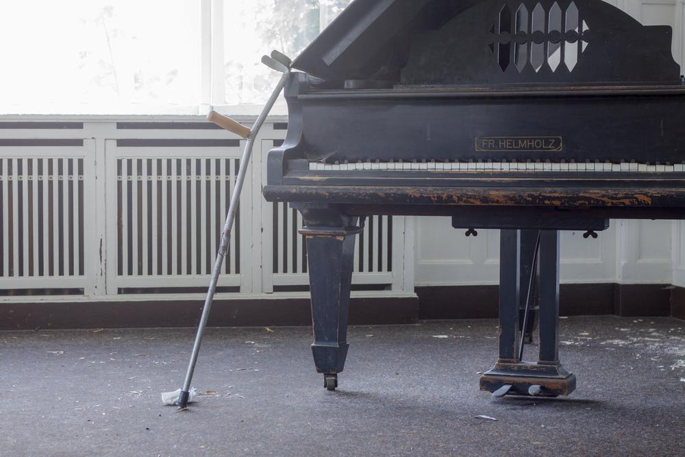 50-pianos.jpg