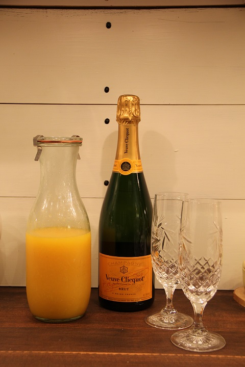 Courtesy of Mama Bear we were gifted some Veuve, a perfect addition to the freshly squeezed orange juice
