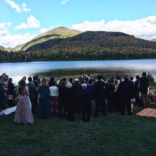 Crisp Fall 🍂wedding on Round Lake In Lake Placid. 👌🏻 . . . . . #lakeplacid #weddings #weddingcoordinator #magical #cold #fall #crisp #autumn #fallfoliage #love #family #friends #lakeside #perfection #mountains #intimate #weddingdays #memories #junipereventsanddesign