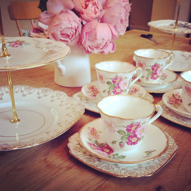Just perfect for Summer afternoon tea don't you agree? #pearlsandpeonies #vintagechinahire #vintagechina #weddinghire #weddingsnottingham #floralchina