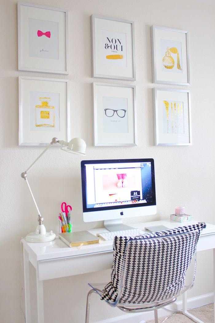 This desk from  Indiretas Do Bem  is the perfect example of how to show off your favorite printables above your desk. And even better? Once you get tired of the decor you have, you can just print new ones!