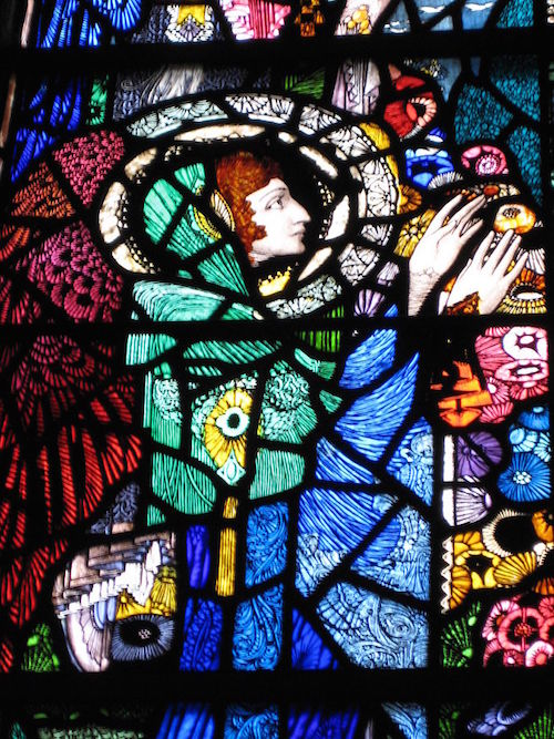 By  Alice  - Flickr: stained glass window by  Harry Clarke ( in Dingle),  CC BY-SA 2.0,  https://commons.wikimedia.org