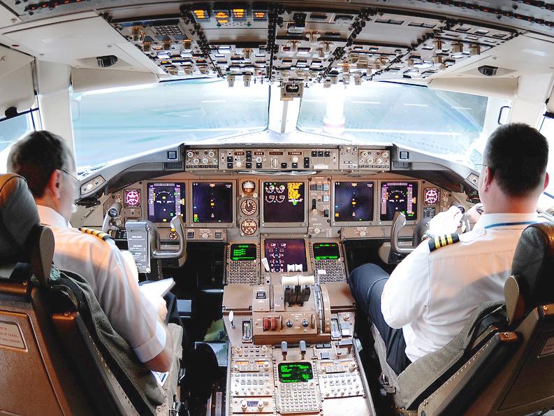 825681__boeing-737-cockpit_p.jpg