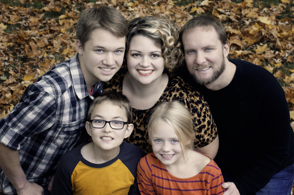 Grell family photos-family in the leaves.jpg