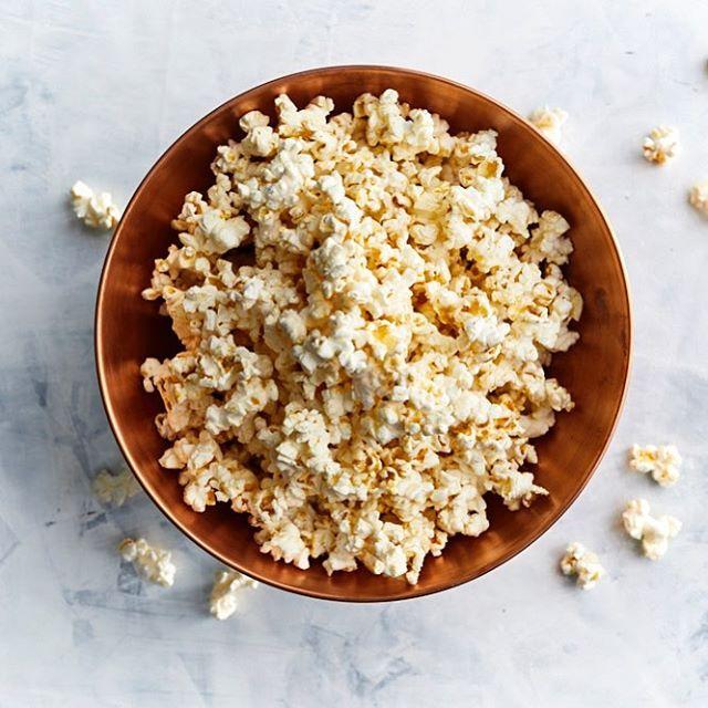 This Honey-Dijon Popcorn is addictive! Recipe can be found @real_simple! (📸: @protazio | 🍿: @karen_rankin67)