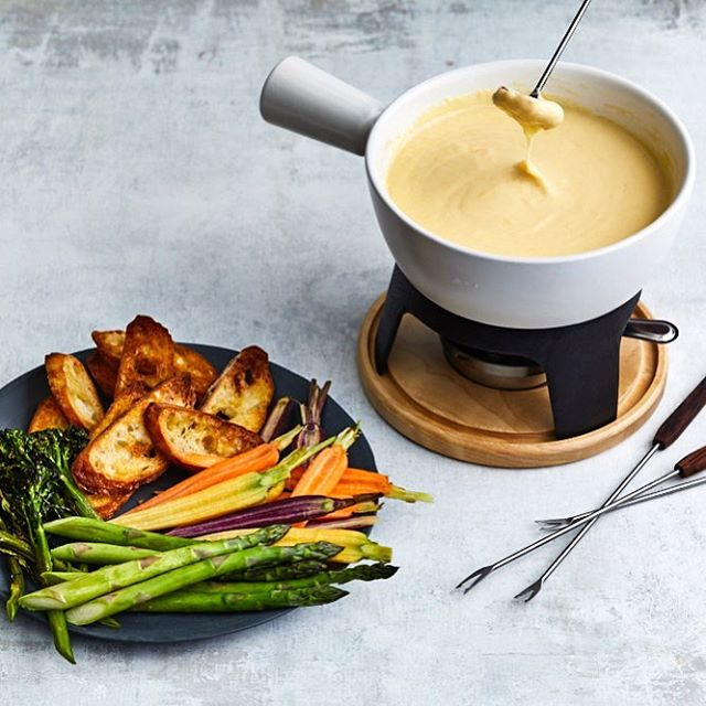 Can we all agree that we need more fondue in our lives?! 🧀🍫 This Dijon Fondue recipe can be found @real_simple (📸: @protazio | 🧀: @karen_rankin67)