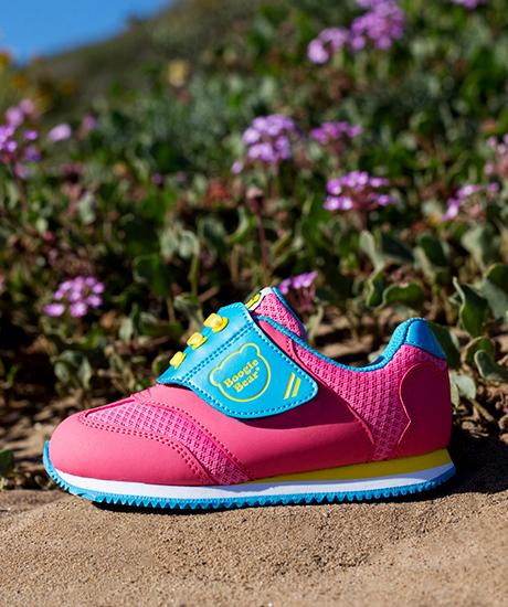 girl-sneaker-1.jpg