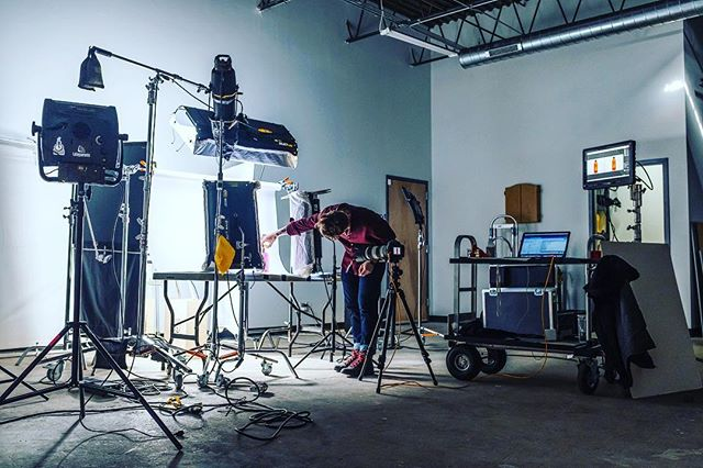 It's cold outside but the studio is on fire! • • • • • #setlife #photographylighting #productphotography #lightingdesign #lighting #kinoflo #litepanels #studiolife #5dmarkiv #photographylovers #bts #tabletopphotography #packagedesign #tethertools #thunderlab #work #chicagophotographer