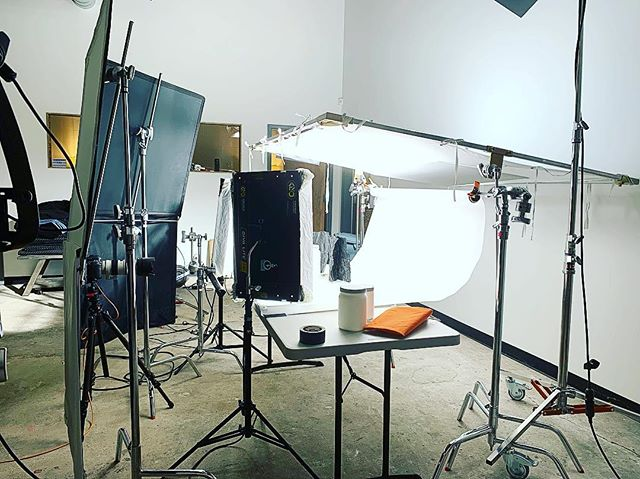 Shooting product for @knockoutdesigngroup on this frigid Friday evening. • • • • • #setlife #filmcrew #bts #filmmaking #chicagofilm #cameradept #griplife #filming #videomaker #production #productioncompany #dp #director #cinematographer #shoot2kill #🎬 #skillstopaythebills #action #shotsfired #directorofphotography #gripdept #sounddept #cinematographylife #5dmarkiv #productphotography #tabletopphotography #cinematographylife