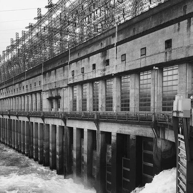 #landscape #altered #power #dam #bonnevilledam #ryannemethphoto www.terratory.org