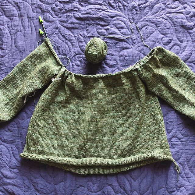 We have sleeve join-age on my #lightweightraglanpullover! Because I'm playing a massive game of yarn chicken, I decided to just get the top finished and then go back and add length to the bottom with whatever yarn I have left.