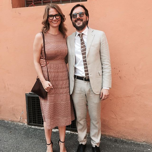 💕Summer wedding looks 💕Wearing the Ferrara Crossbody Bag in bordeaux 💕 #c_leathergoods #handmade #accessories #ferrara #crossbodybag #vegetabletannedleather #weddingguest #style #summer #weddings #italiansdoitbetter #bologna