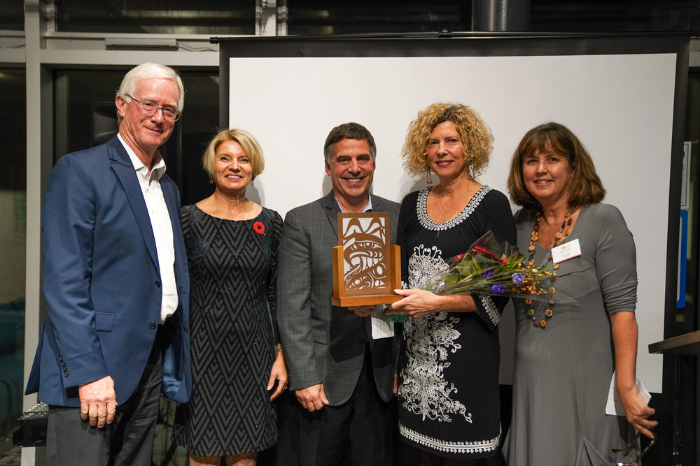 FANS Lifetime Achievement Award Gordon Smith, (Visual Arts)  LR: Mayor Walton, new mayor Mary-Ann Booth, mayor Mussatto, Yolande Martinello, Director, The Gordon and Marion Smith Foundation and Lori Phillips FANS President