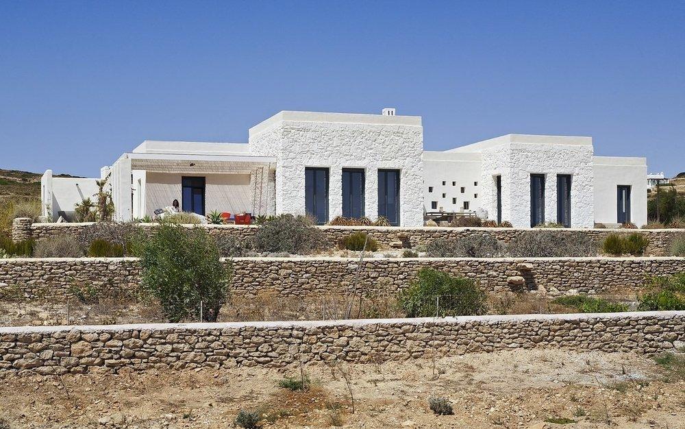 Villa Parathira_East facade (2)_1150x720.jpg