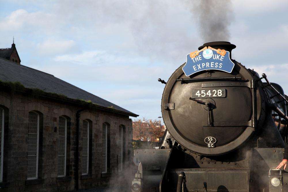 uke_express_train_landscape.jpg