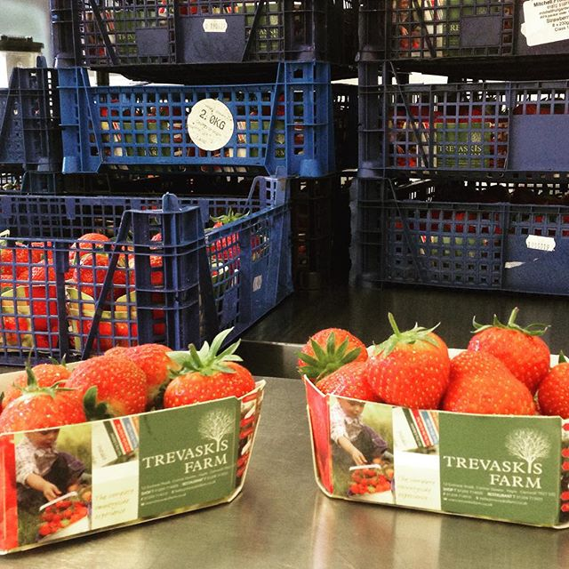 Beautiful @trevaskisfarm strawberries in this week's strawberry delipops.