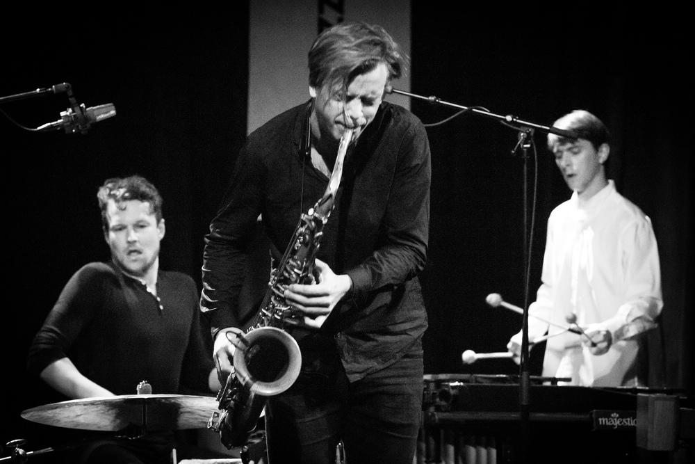 Marius Neset (front), Anton Eger (left) and Jim Hart (right)in 2015