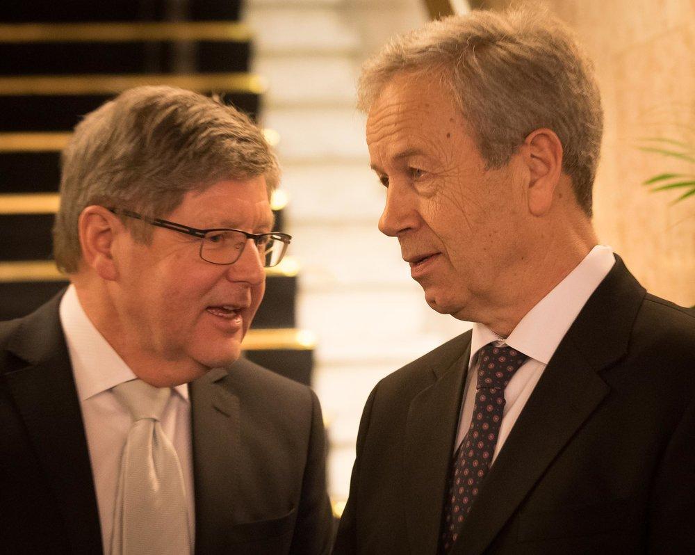 The hosts, Reidar Sandal and Governor Øystein Olsen