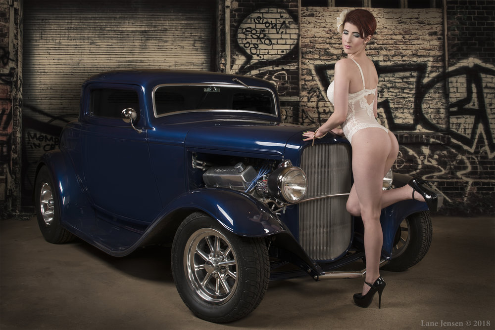 Cupcake with Blue 32 Ford web.jpg