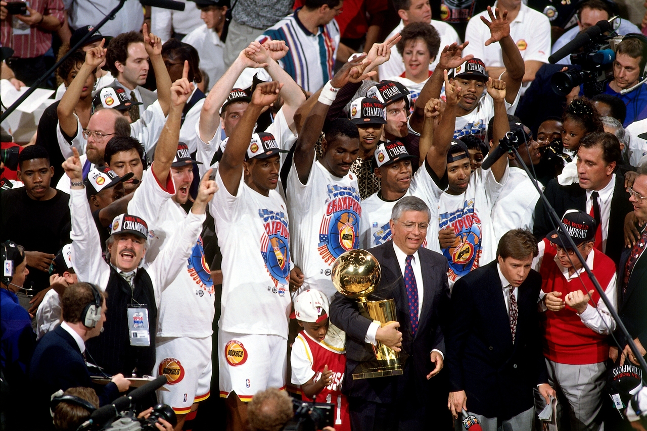 nba :     June 22, 1994 - Houston Rockets defeat the New York Knicks in 7 games for 1994 Finals title.   (Photo by Andrew D. Bernstein/NBAE via Getty Images)