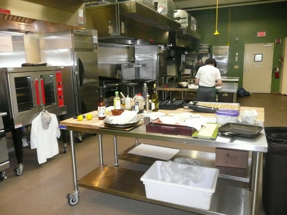 com'l kitchen in use.JPG