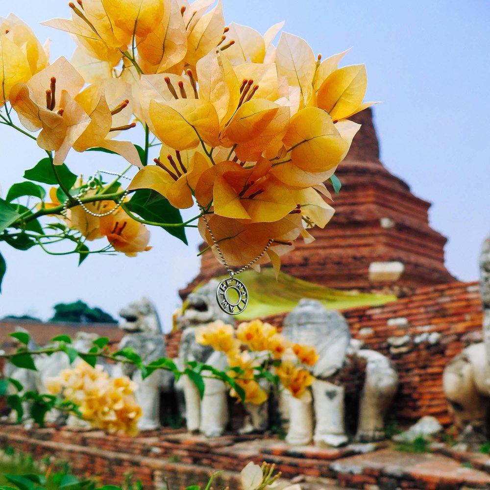 Pendentif infini  et les ruines de Ayutthaya
