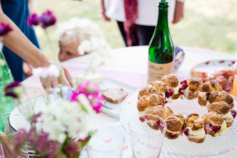La petite liste des produits délicieux de la région: Un dessert de   la cabane sur le Roc  , un cidre mousseux rosé des   Vergers Lafrance     et de la   cidrerie Lacroix     , des pâtés de   la ferme des bois noirs  , des légumes de   la marmitte du terroir  , des fromages de   la fromagerie du Verger   et des fleurs de chez   Origine Fleurs  .