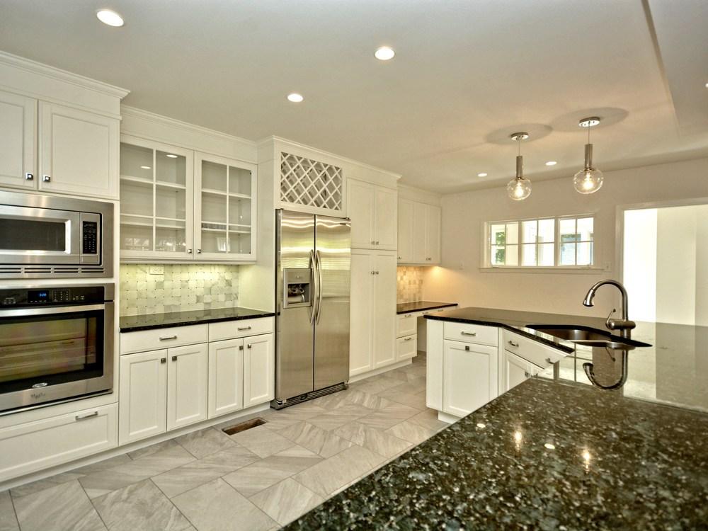 011_Kitchen 3.jpg