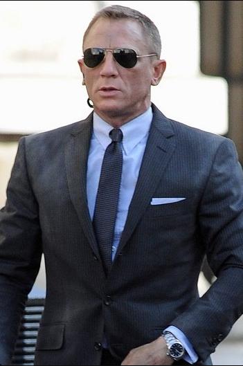 daniel craig wearing glasses