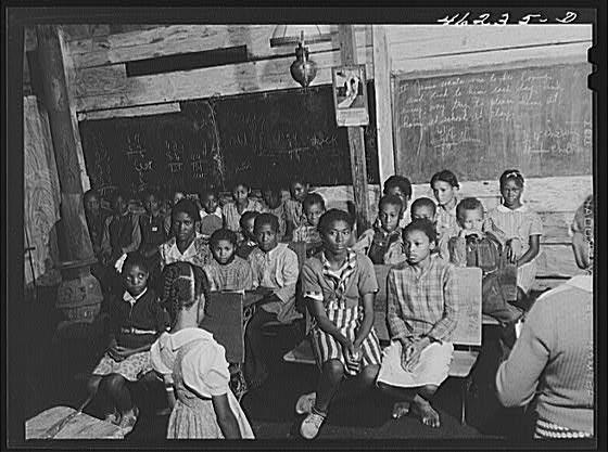 segregated-blk-school-in-South.jpg