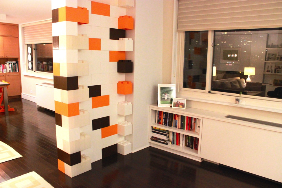Room divider made from EverBlock System, taken from EverBlock websit http://www.everblocksystems.com/ http://www.archdaily.com/772705/build-a-life-size-lego-structure-with-these-modular-plastic-blocks