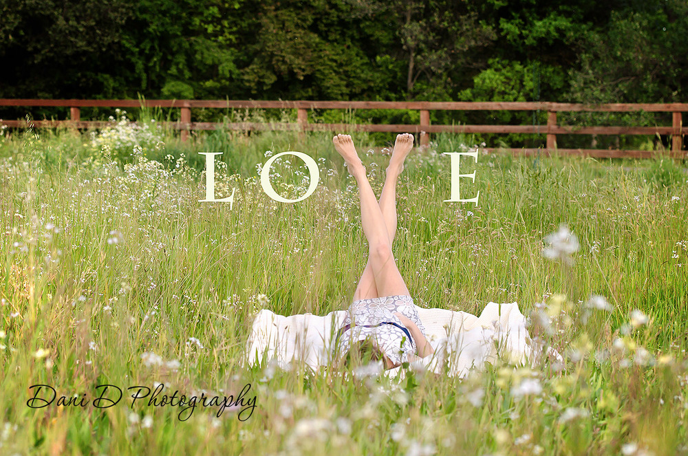 Outdoor maternity photos Redding CA 96003