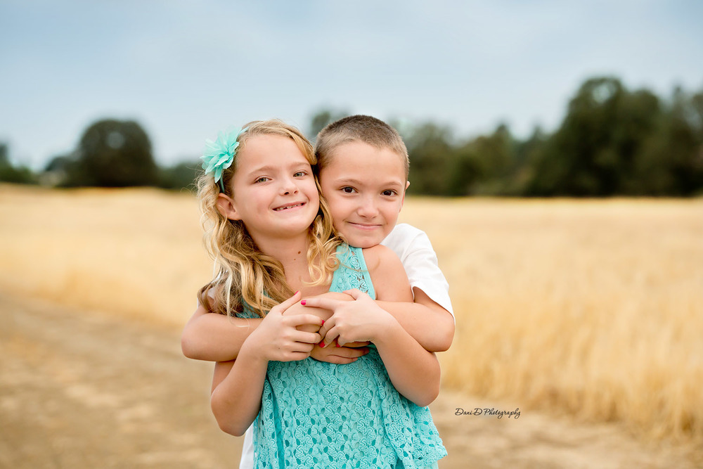 Photo of twins outside - Redding CA photographer - Dani D Photography